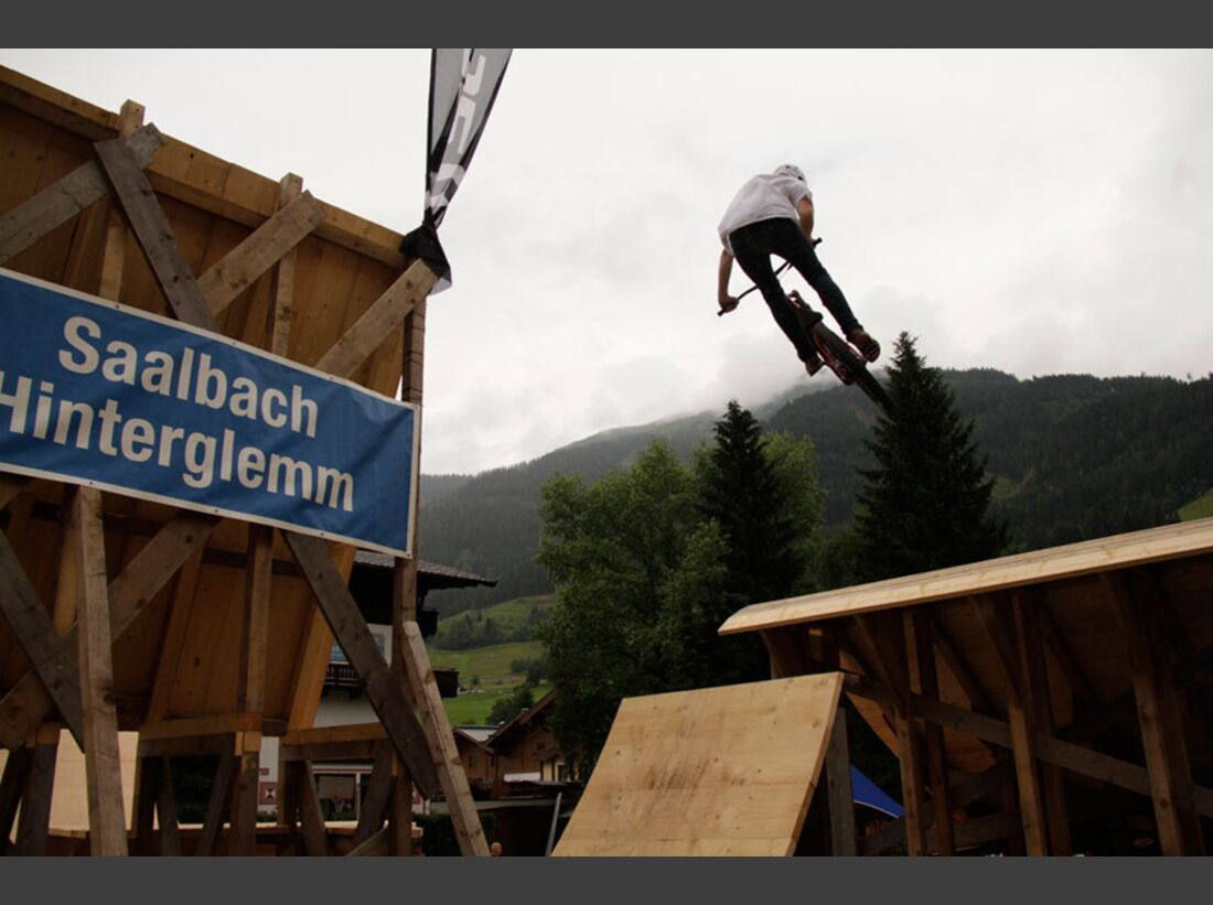 Bikes and Beats Tag 2 Impressionen: Mountainbike-Action, Musik und Festival 22