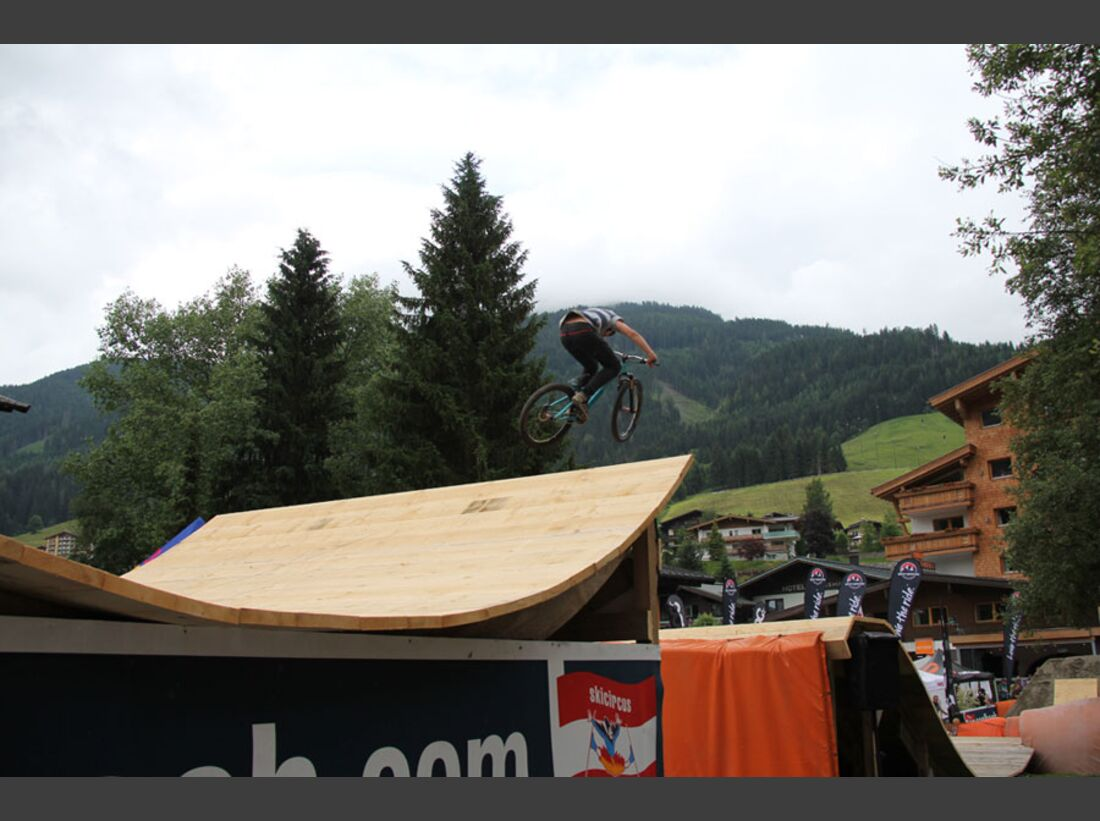 Bikes and Beats Tag 2 Impressionen: Mountainbike-Action, Musik und Festival 24
