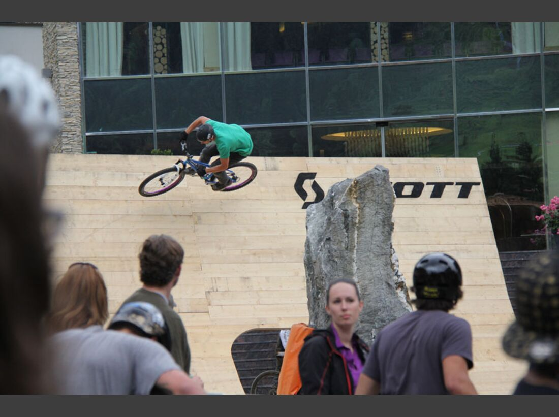 Bikes and Beats Tag 2 Impressionen: Mountainbike-Action, Musik und Festival 26